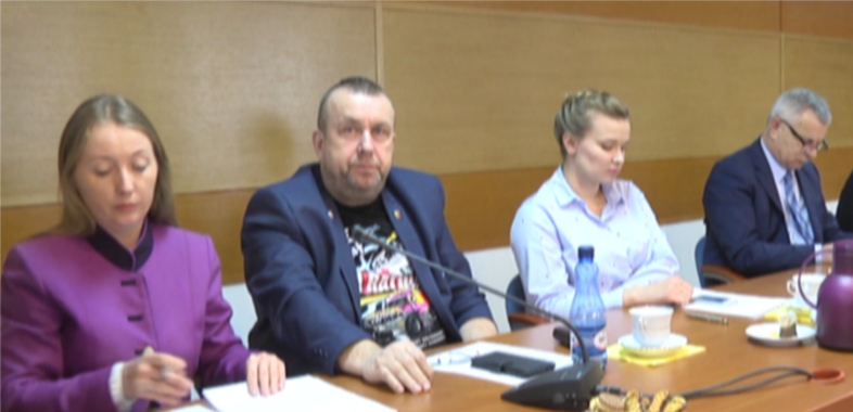 Sesja powiatu sieradzkiego pod znakiem oświaty