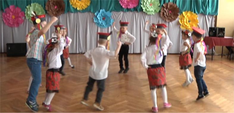Międzyszkolny Konkurs Tańca Ludowego w Wiewiórczynie