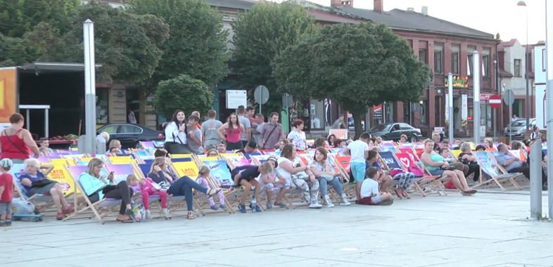 Kino na leżakach w Łasku
