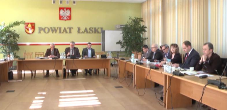 O raporcie Najwyższej Izby Kontroli na sesji powiatu łaskiego