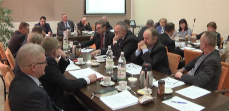 Pretensje mieszkańców do władz gminy Sieradz w sprawie pozytywnej decyzji na budowę stacji przekaźnikowej jednej z sieci komórkowych
