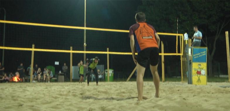Nocny turniej piłki siatkowej w Strumianach