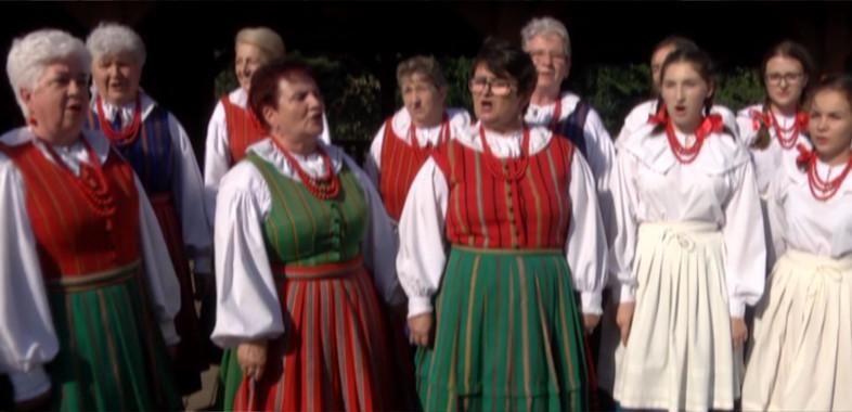 """Zespół śpiewaczy """"Jezioranki"""" z gminy Warta"""