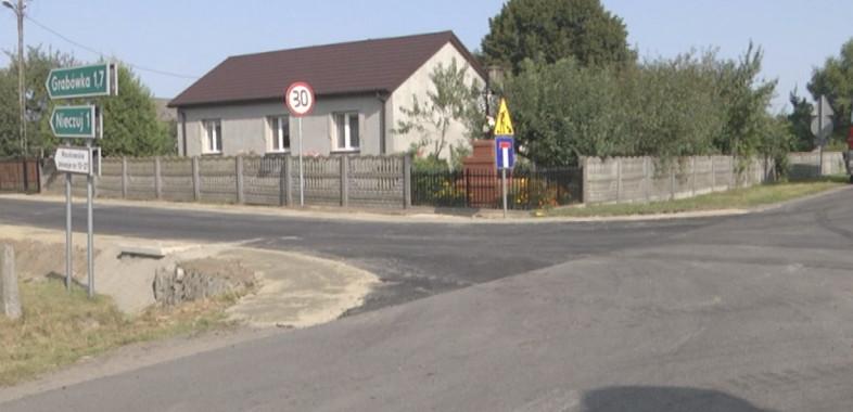 Przebudowa drogi przy Zespole Szkół w Waszkowskiem