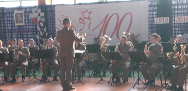 Występy orkiestry dętej w Szkole Podstawowej nr 10 w Sieradzu