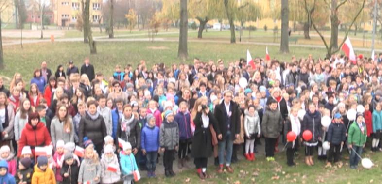 Uczniowie z Sieradza bili rekord w śpiewaniu hymnu narodowego
