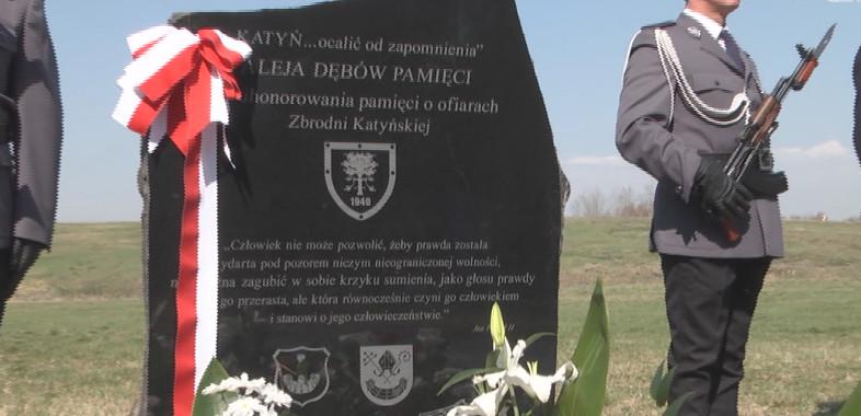 """Uroczyste otwarcie """"Alei Dębów Pamięci"""" w Łasku"""