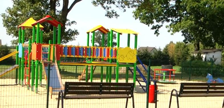 Otwarcie placu zabaw w Brzykowie