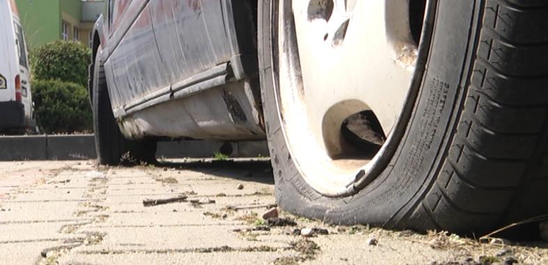 Porzucone auta na sieradzkich parkingach