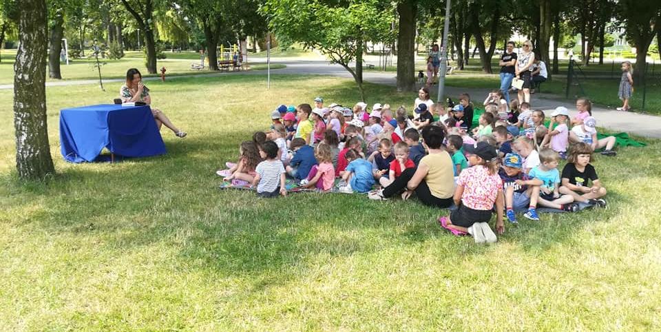 """""""Czytanie na polanie"""" w Parku Broniewskiego"""