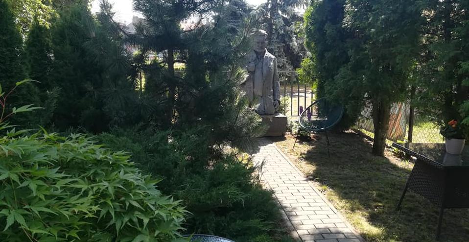 Sieradzka biblioteka zaprasza do swojego ogrodu