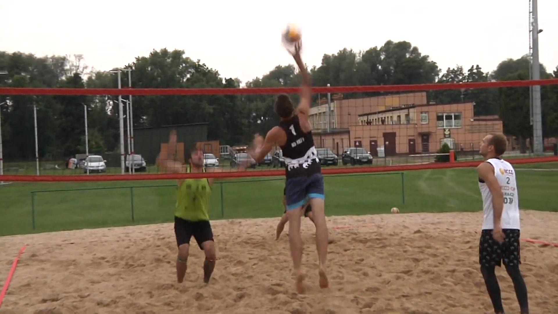 Turniej siatkówki plażowej na sieradzkim MOSiR-ze