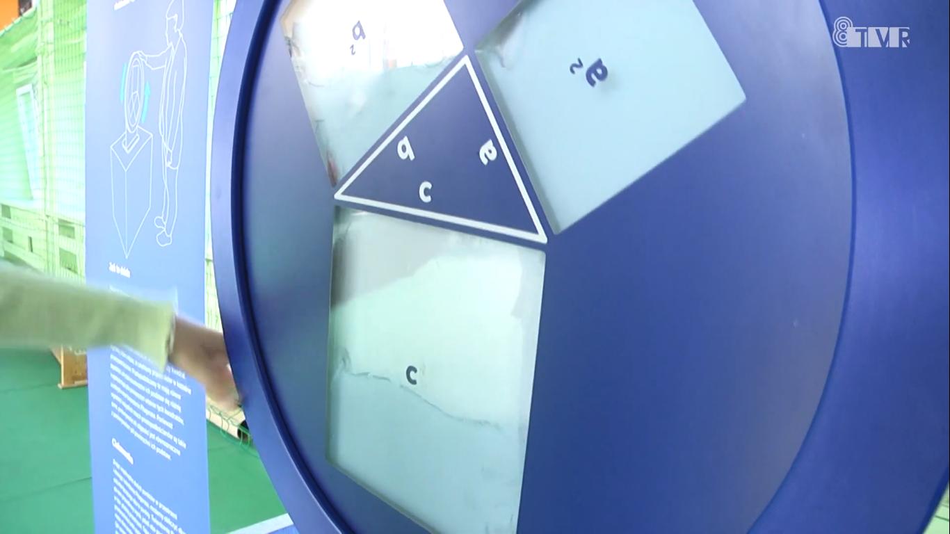 Wystawa Centrum Nauki Kopernik w Szkole Podstawowej nr 4
