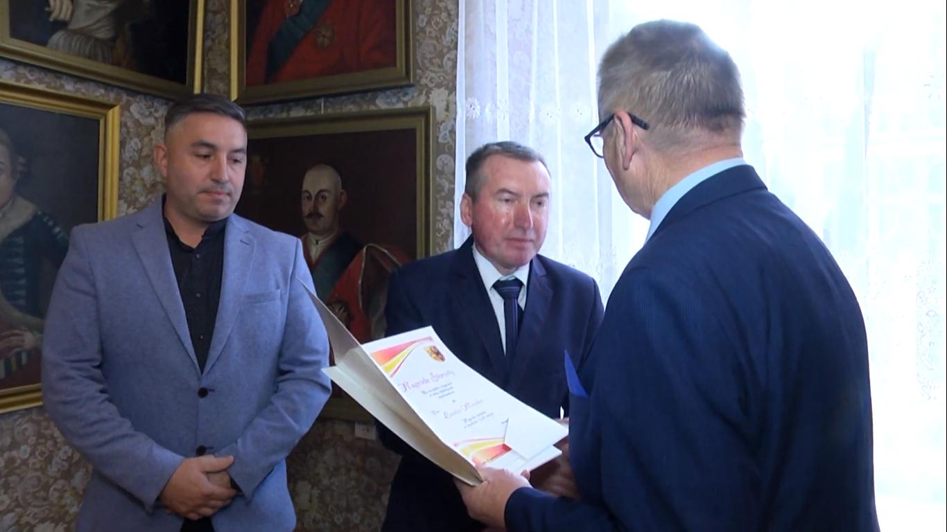 Nagrody dla dyrektorów i nauczycieli szkół Powiatu Sieradzkiego