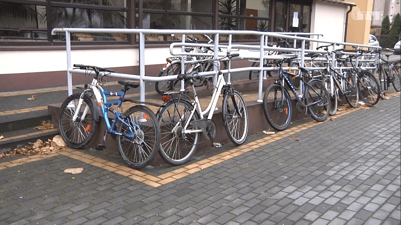 Brakuje miejsc dla rowerów przed szkołami średnimi